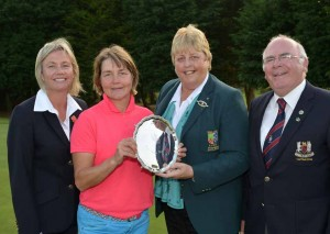 Dundalk Lady Captain Anne Doohan (left) and Men's Captain Brendan Cleary (right) pictured with Irish Senior Women's Strokeplay Champion  Minna Kaarnalahti and ILGU President Mary McKenna